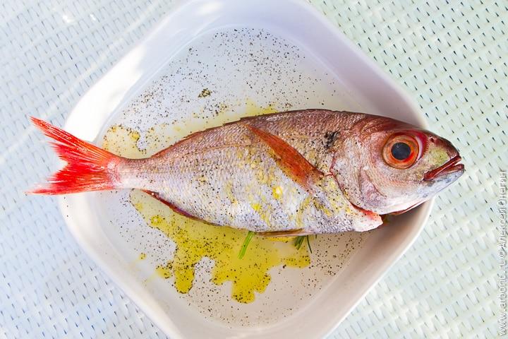 Рыба в духовке - фото