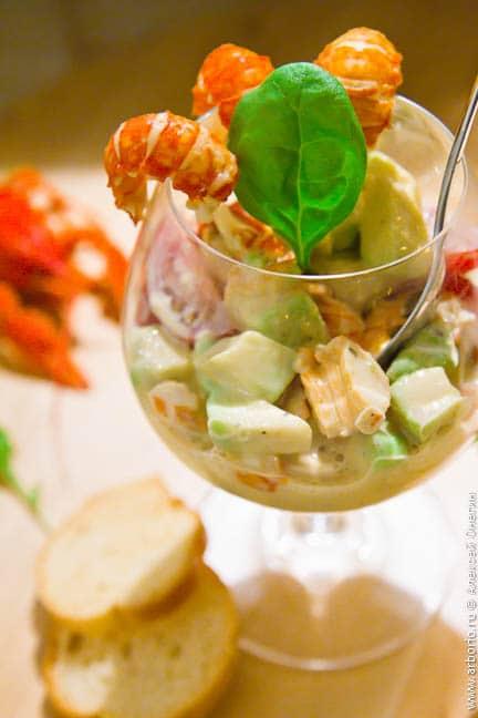 Салат с раковыми шейками - фото