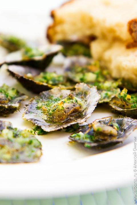 Морские блюдца с чесночным маслом - фото