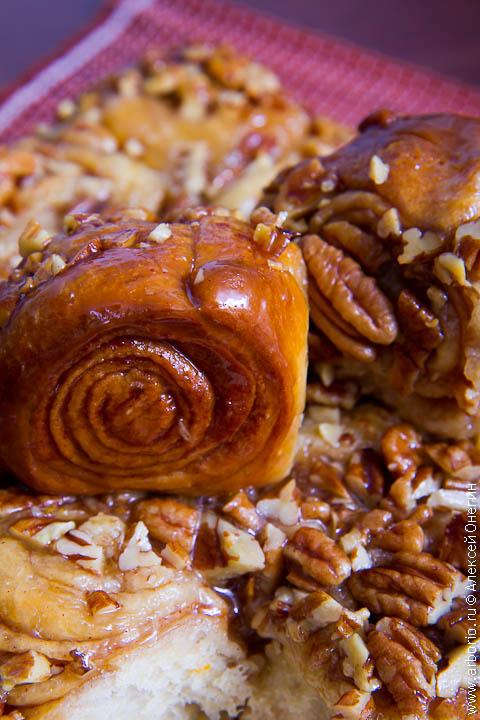 Медовые булочки с корицей и пеканом - фото
