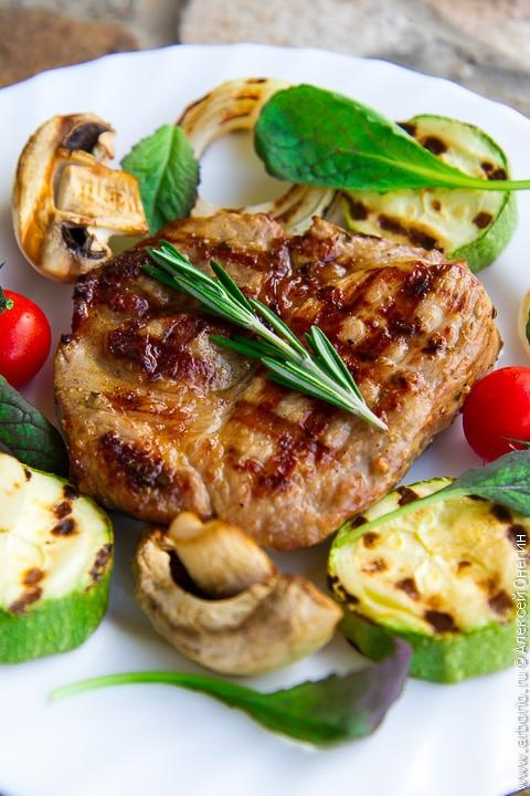 Простой рецепт стейка из свинины
