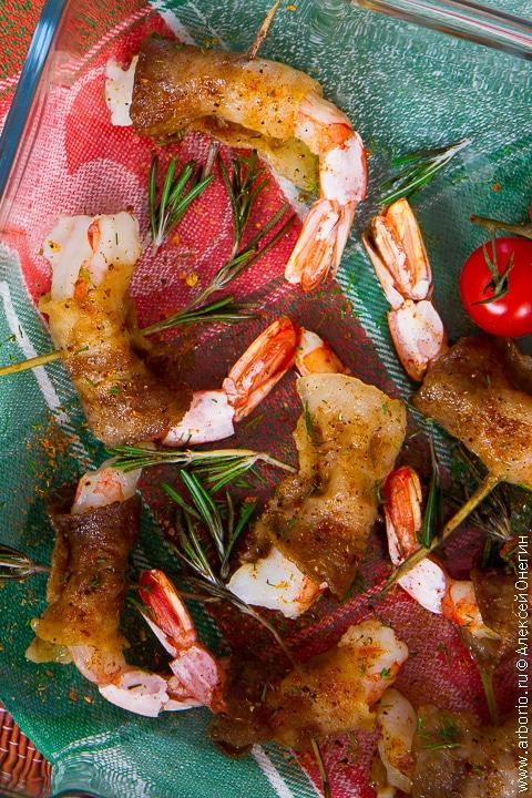 Креветки в беконе с горчичным соусом - фото