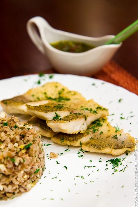 Рыба с медово-огуречным соусом - фото