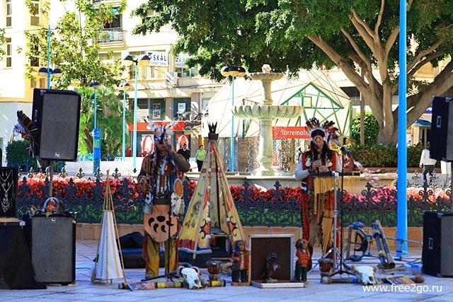 Испанские индейцы - Торремолинос, Испания фото