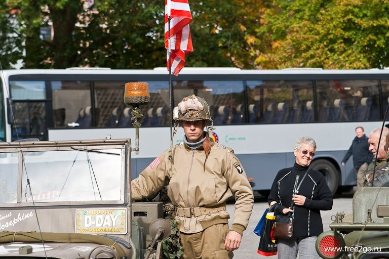 Парад войск союзников - Брюгге, Бельгия. фото