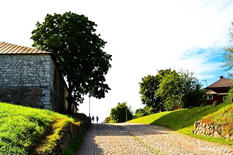 Дорога к крепости - Лаппеенранта, Финляндия. фото