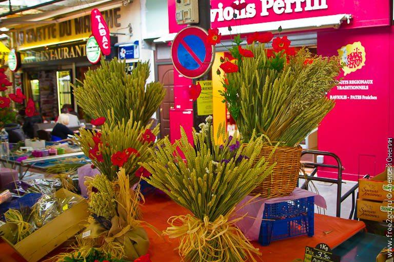 Рынок Marche Provencal - Антиб, Франция. фото