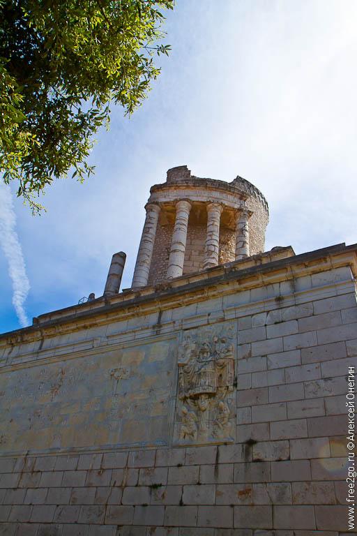 Трофей Августа - Ла-Тюрби, Франция фото