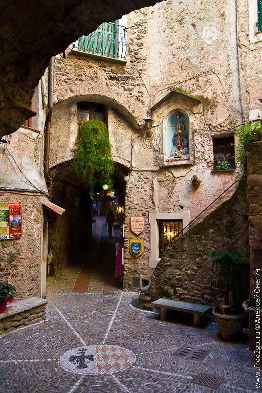 Горные деревни Лигурии - Дольчеаква, Пинья и Кастель-Витторио, Италия фото