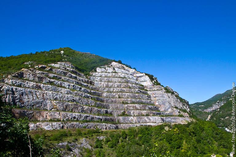 Карстовые пещеры - Тойрано, Италия. фото