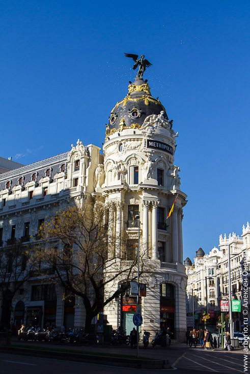 Мадрид: Монструозная Мощь Монументальности фото