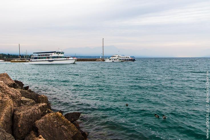 Крупнейшее озеро Италии фото