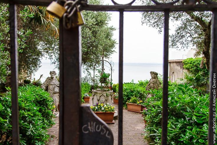 Сирмионе, город на озере Гарда фото