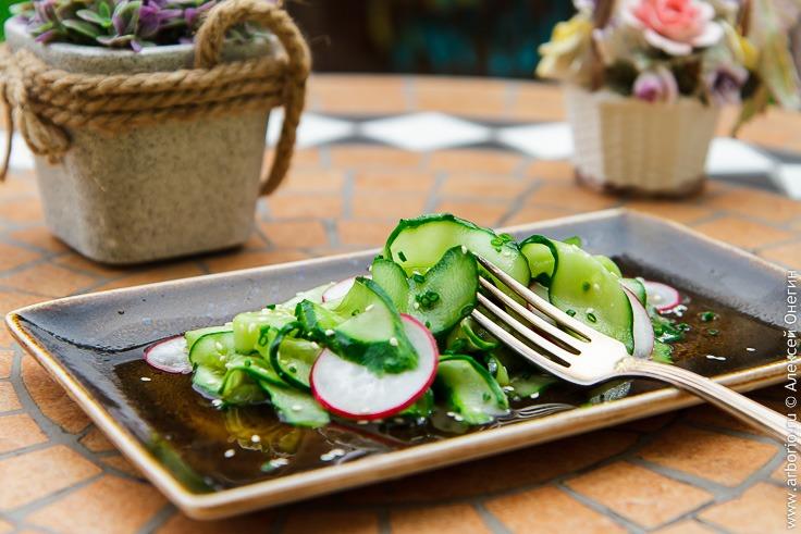 Японский салат из огурцов - фото