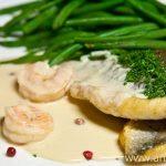 Рыба со сливочным соусом и креветками