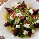 Салат с козьим сыром и запеченной свеклой