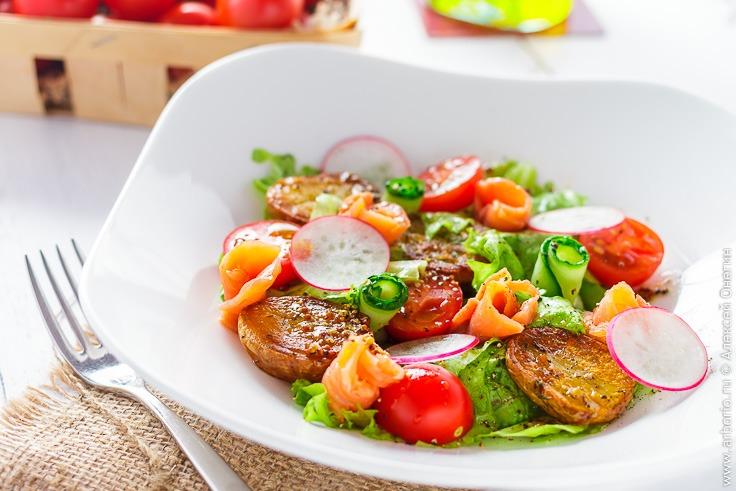 Вкусный салат с копченой рыбой рецепт