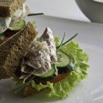 Сэндвич с копченой рыбой