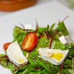 Салат из мангольда и козьего сыра