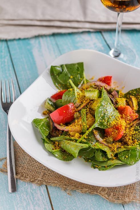 Салат с печёными баклажанами - фото