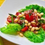Салат с фасолью и хамоном