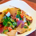 Салат с салями и клубничной заправкой