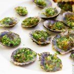 Морские блюдца с чесночным маслом