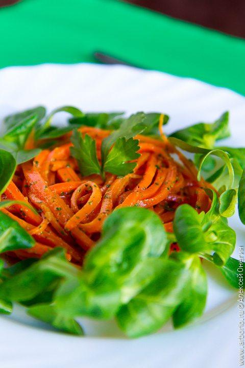 Салат из моркови с лимонным соком - фото