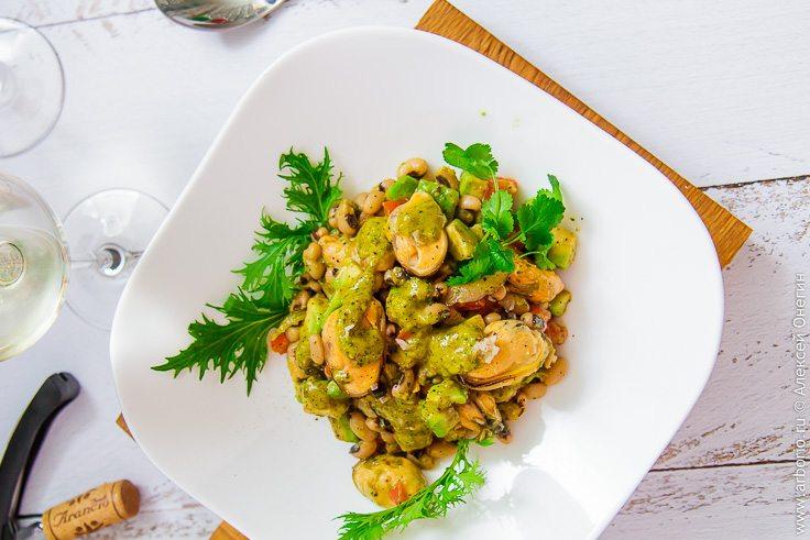 Салат из мидий с фасолью - фото