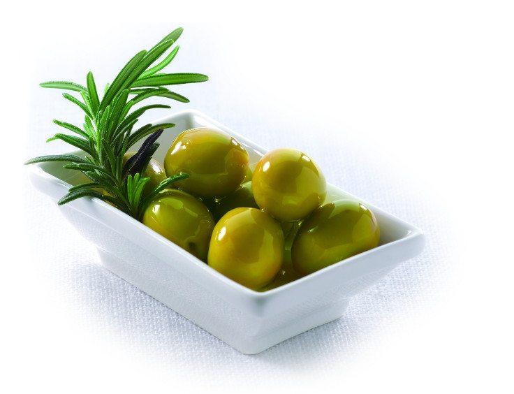 Оливки на новогоднем столе - фото