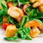 Кулинарные легенды: история салата «Цезарь» и другие случайности