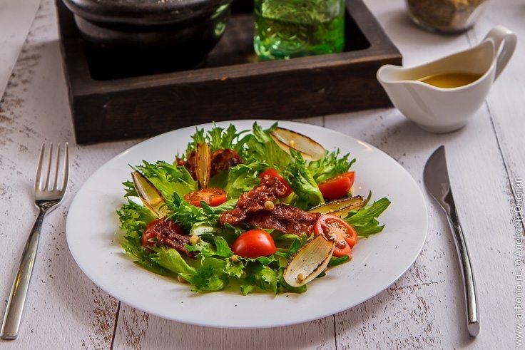 Хрустящий салат с беконом - фото