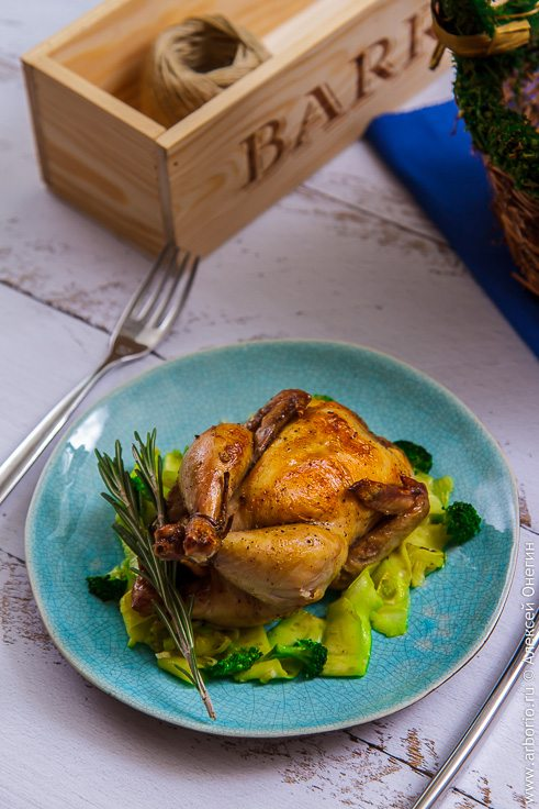 Цыпленок корнишон в духовке - фото