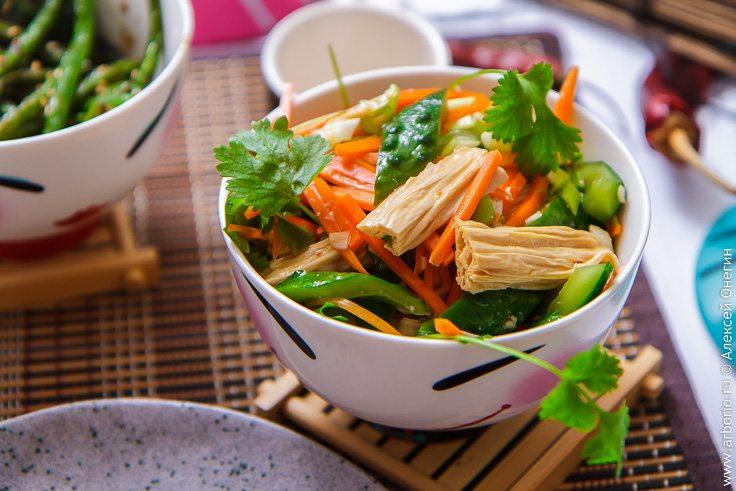 Китайский салат из соевой спаржи - фото