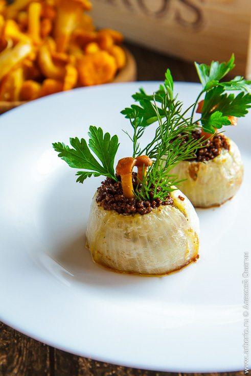 Лисички с луком и сливочным сыром - фото