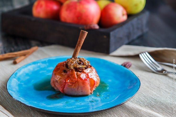 Запеченные яблоки - фото