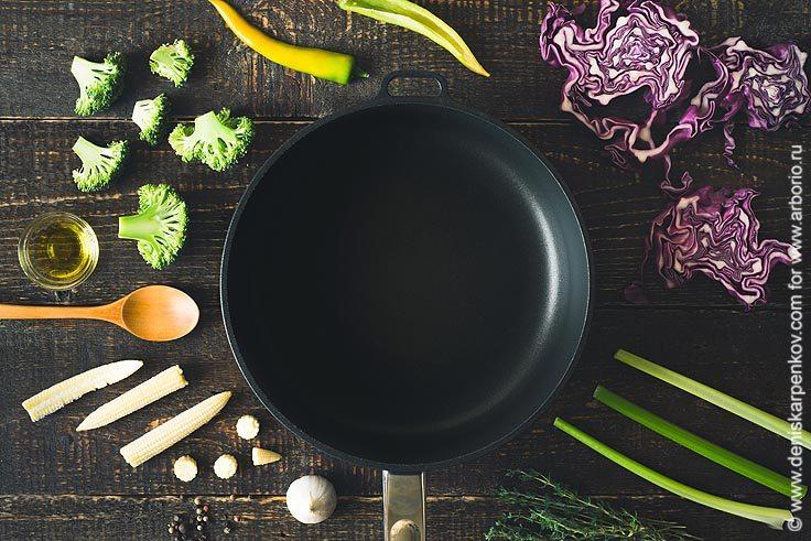 Почему еда прилипает к сковороде - фото