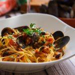 Спагетти с мидиями в пикантном соусе