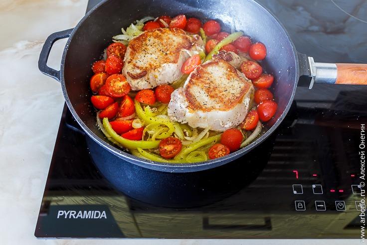 Эскалоп из свинины с овощным соусом - фото