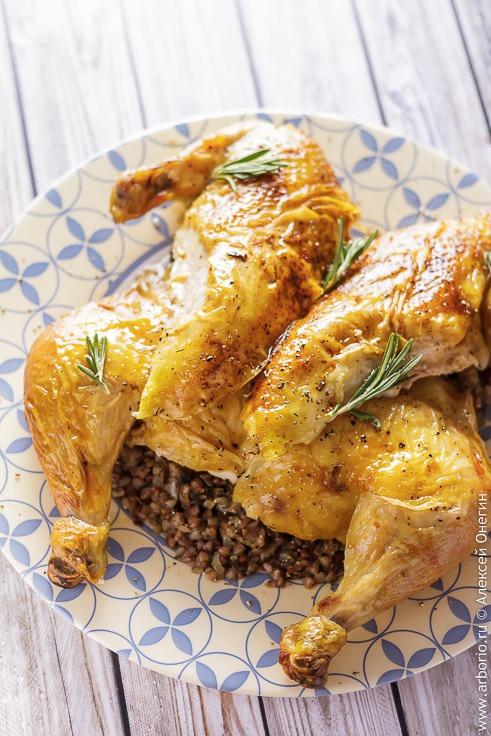 Курица, фаршированная гречкой - фото