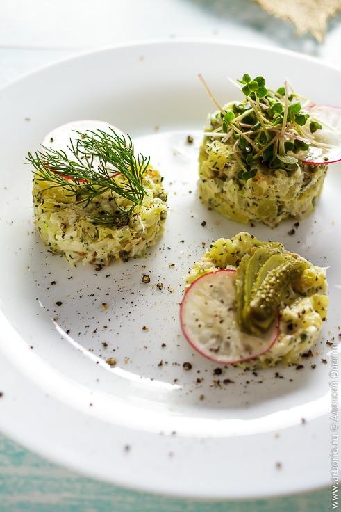 Рецепт вкусного салата с рыбой горячего копчения