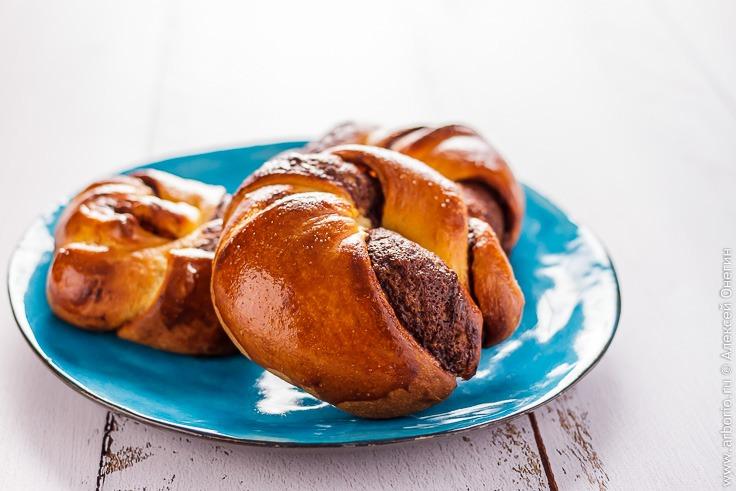 Сдобные булочки с нутеллой - фото