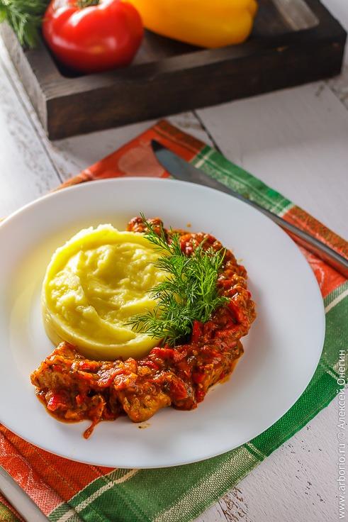 Рецепт лесковачка мучкалица, тушеное мясо с овощами по-сербски