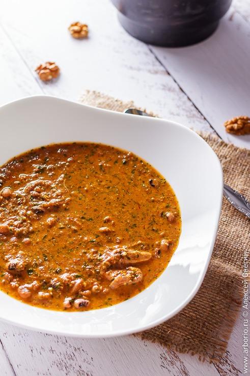 Рецепт вкусного супа из курицы с фасолью и грецкими орехами