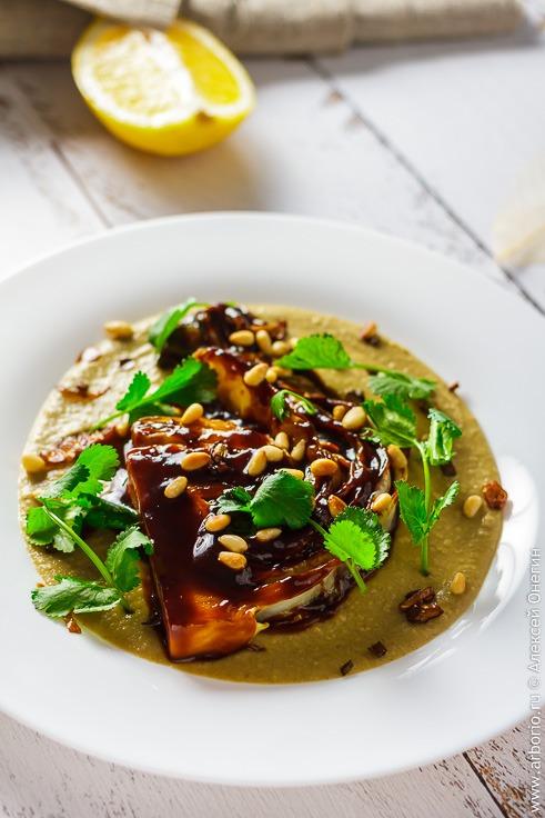 Рецепт стейка из капусты с соусом и пюре из фасоли