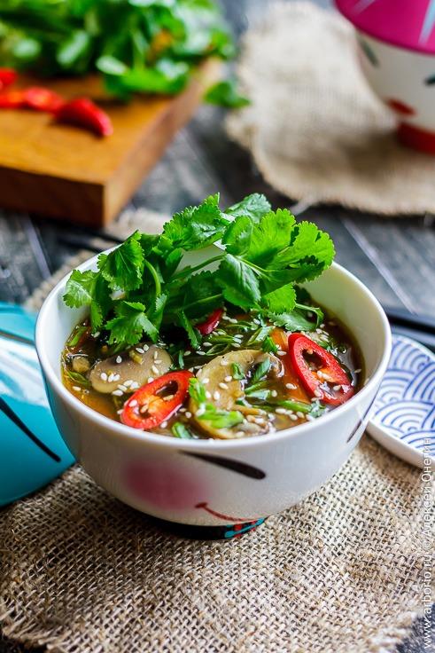 Лапша с овощами в азиатском стиле - фото