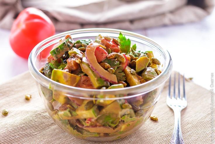 Простой салат с авокадо - фото