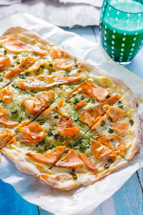 Эльзасская пицца с лососем - фото