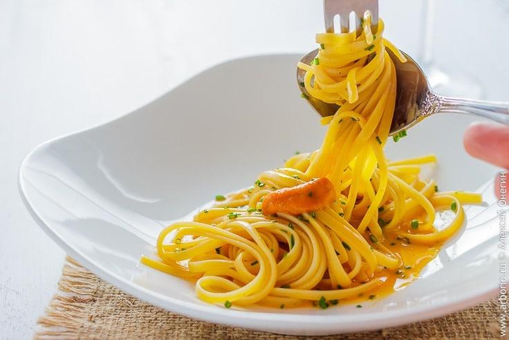 Паста с соусом из икры морских ежей - фото