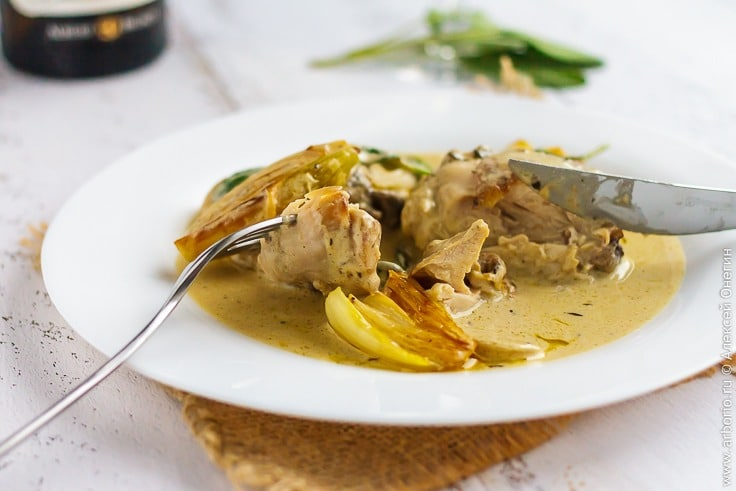 Курица в сливочном соусе с шалфеем - фото